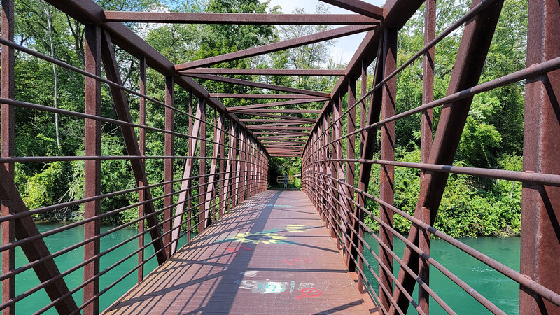 Bridge on Niagara cycling tour