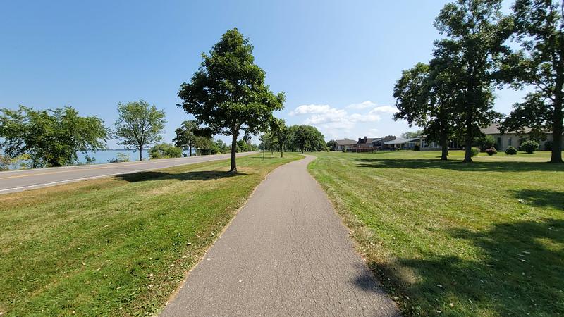 Niagara Parkway path
