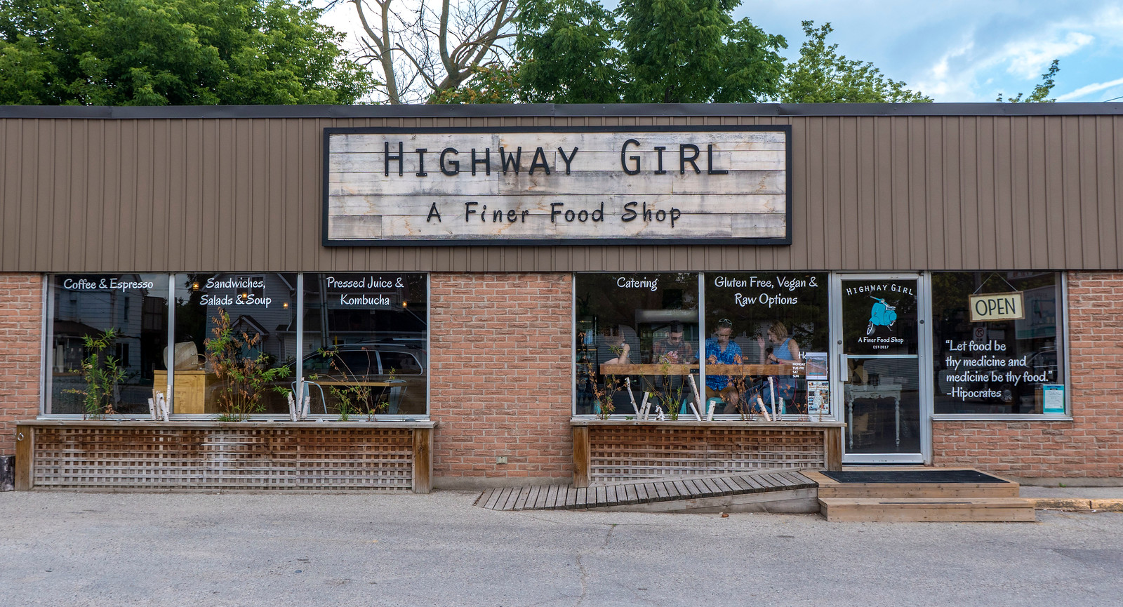 Highway Girl - Vegan friendly restaurant in Grand Bend, Ontario, Canada. Vegan Grand Bend restaurant guide.
