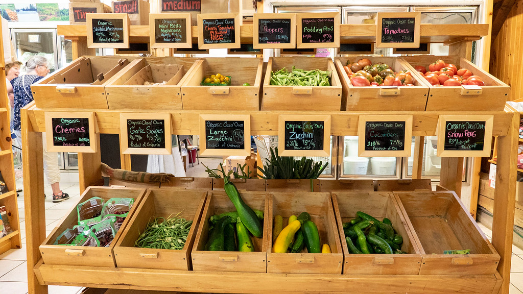 Organic food in Ontario: Organic Oasis Farm Store in Perth County