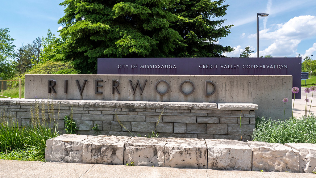 Front entrance to Riverwood Conservancy, Credit Valley Conservation and City of Mississauga