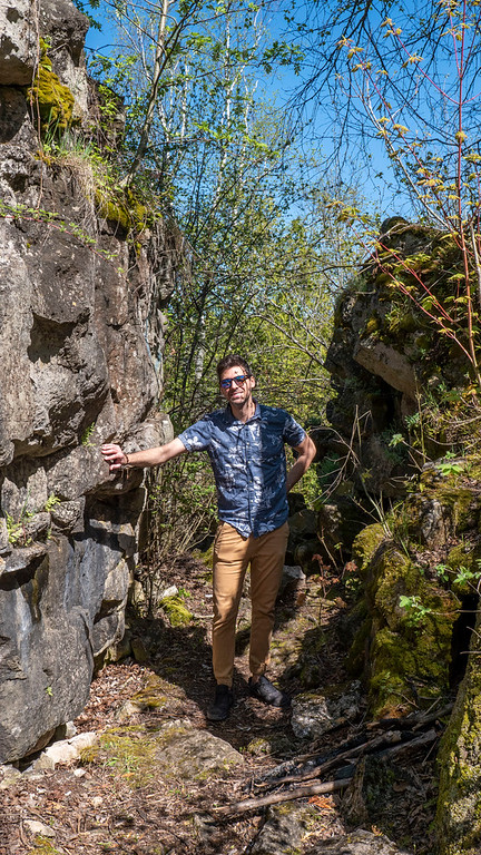 Escarpment and boulders on the trail