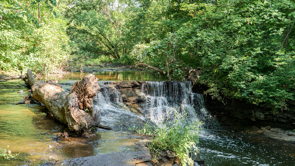 Wahoosh Falls - Waterfall in Mississauga Ontario - Waterfalls of Toronto