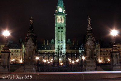 Center Block at Parliament - Ottawa, ON ... September 26, 2009 .. Photo by Rob Page III