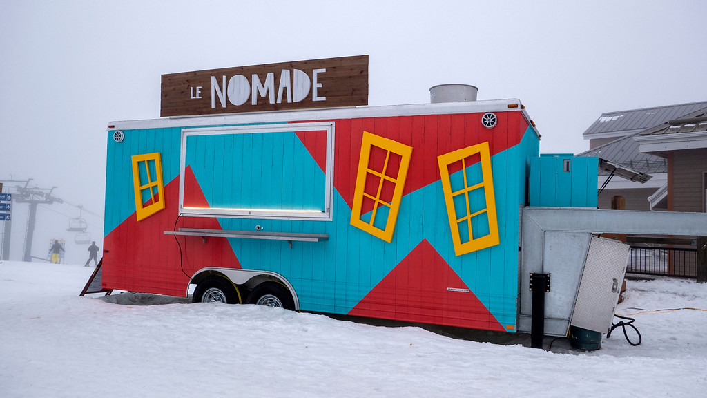 Canteen Le Nomade - Food truck at top of summit Mont Tremblant