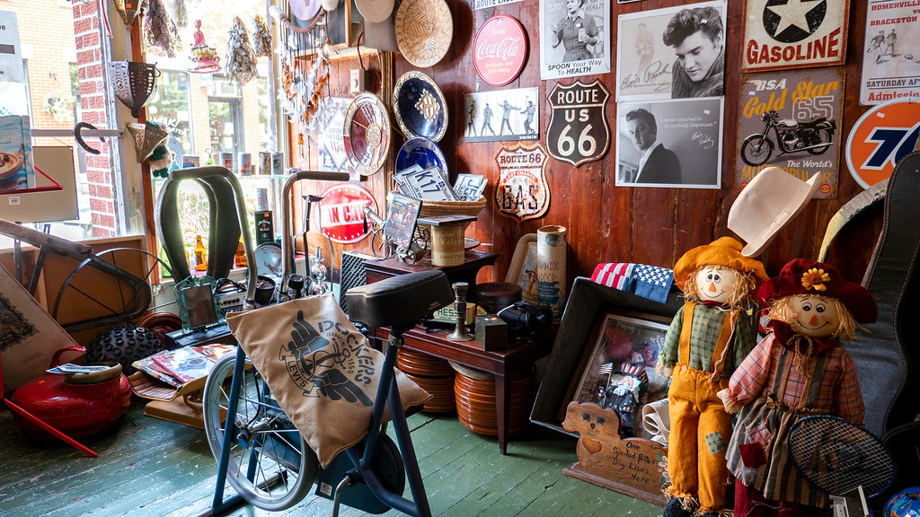 Montreal 3 day itinerary: Antique shop in Montreal's Mile End