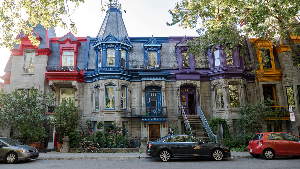Montreal 3 day itinerary: Square Saint-Louis in Montreal - Victorian colorful homes
