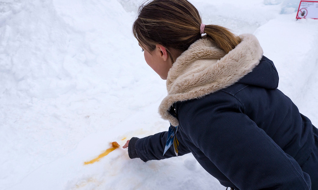 Village Vacances Valcartier - Rolling maple syrup in the snow - Quebec City winter activities