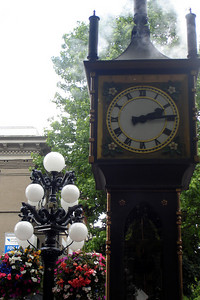 The steam-clock - Vancouver, BC ... June 24, 2007 ... Photo by Rob Page III