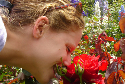 Smelling the flowers at Butchart Gardens - Brentwood Bay, BC ... June 26, 2007 ... Photo by Rob Page III