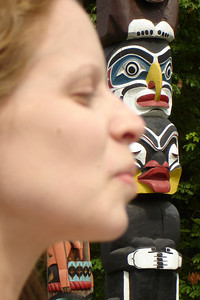 Emily gives the totem pole a kiss - Vancouver, BC ... June 23, 2007 ... Photo by Rob Page III