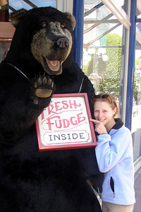 The bear has fresh fudge - Victoria, BC ... June 25, 2007 ... Photo by Rob Page III