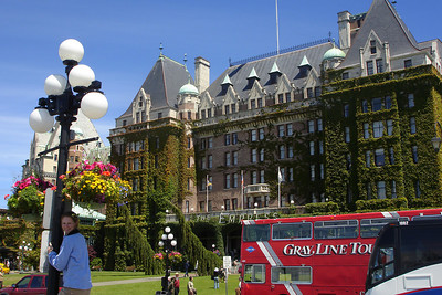 Emily and the Empress Hotel - Victoria, BC ... June 25, 2007 ... Photo by Rob Page III