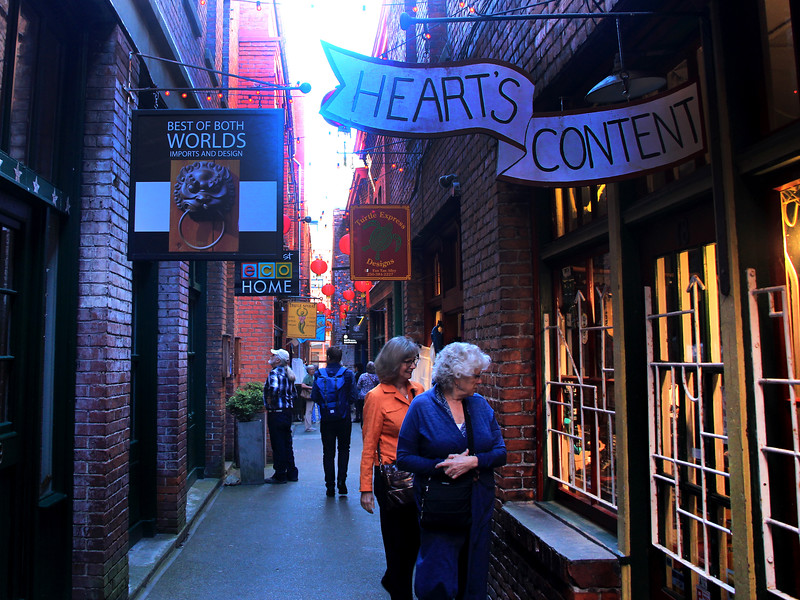Downtown Victoria, Tan Alley shoppers