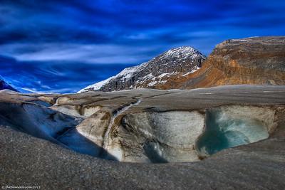 Athabasca-glacier-alberta-canada