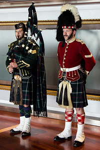 Bagpiper and Soldier from Halifax Fort June 2013 -001