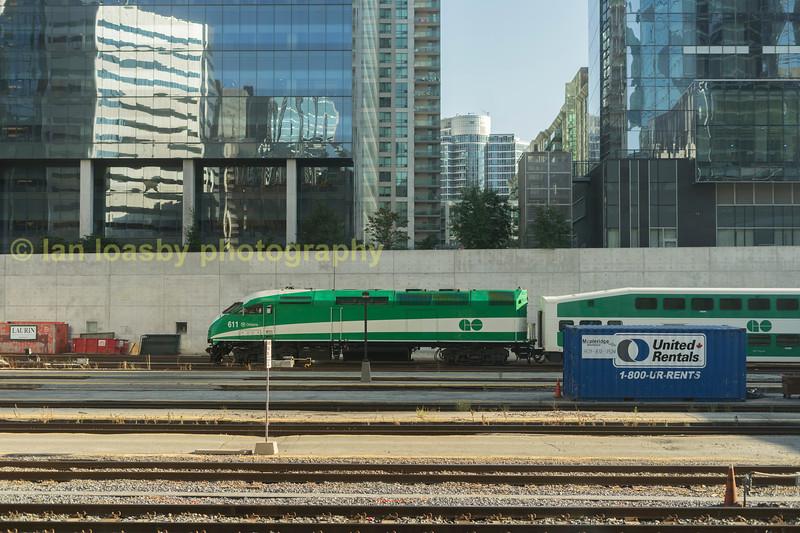 MP40  #611 arrives at Toronto union station