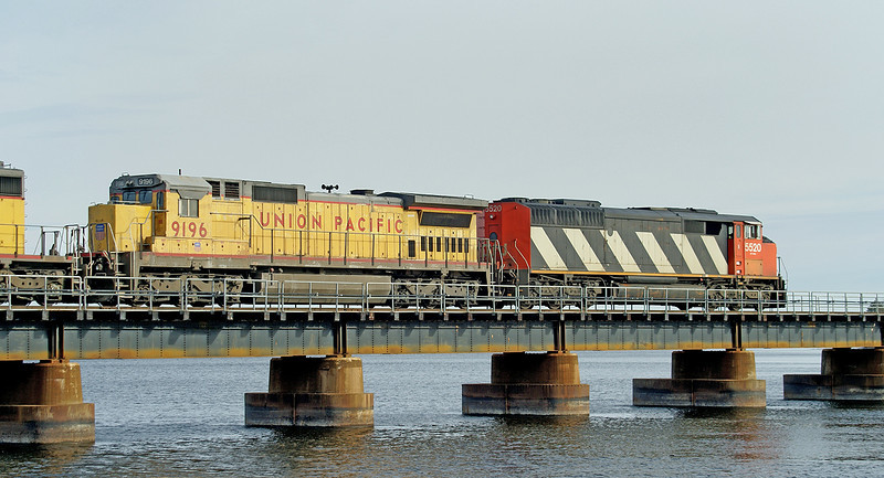 CN 5520, UP 9196, and UP 3432 cross the bridge into the United States.