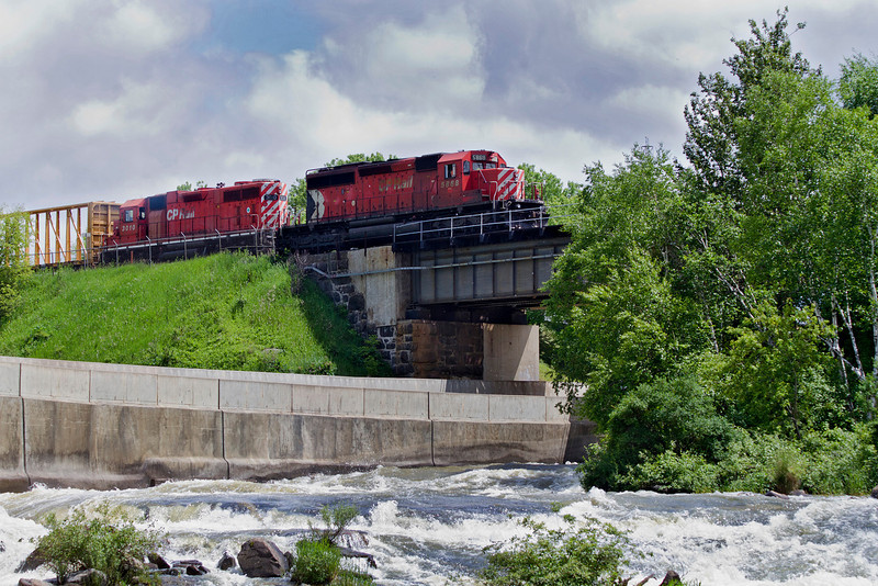 CP 5868 heading over a bridge in Dryden Ontario.