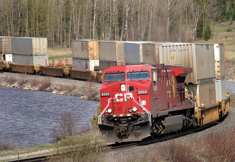 CP 8565 rounds the bend at Wabigoon, Ontario.