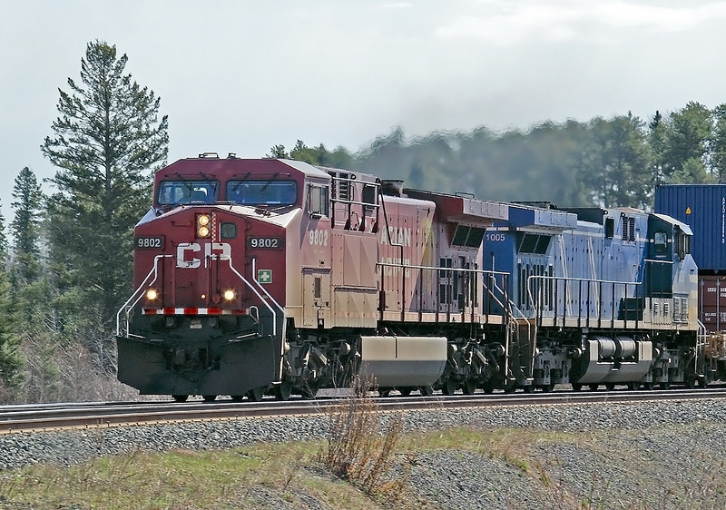 CP 9802 with CEFX 1005 at Barclay, Ontario