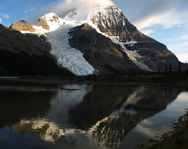 Mt Robson in Berg Lake