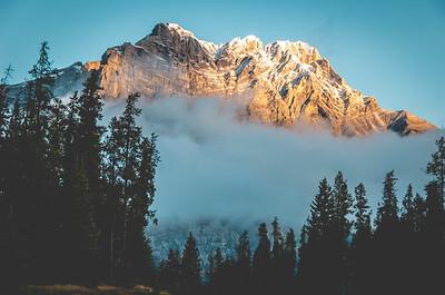 Banff Sunrise. Alberta, Canada. #banffnationalpark #NikonD750 #50mm #banffbound #banfftours #banffcanada #parkscanada #nationalparkscanada #explorecanada #explorealberta #hike #hiking #picoftheday #instagood #travelalberta #nature @parks.canada @nationalparkscanada #parkscanada #nationalparkscanada #explorecanada #explorealberta @banfftown @parks.canada @nationalparkscanada