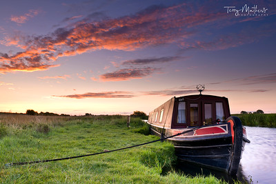 Narrowboat at dawn