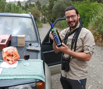 Guillermo and our lunch with local wine (Gran Canaria) 20170701 P_Davis DSCN3368
