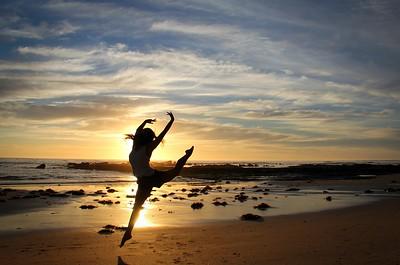 06-B_set_The_Lone_Dancer_on_Sunrise