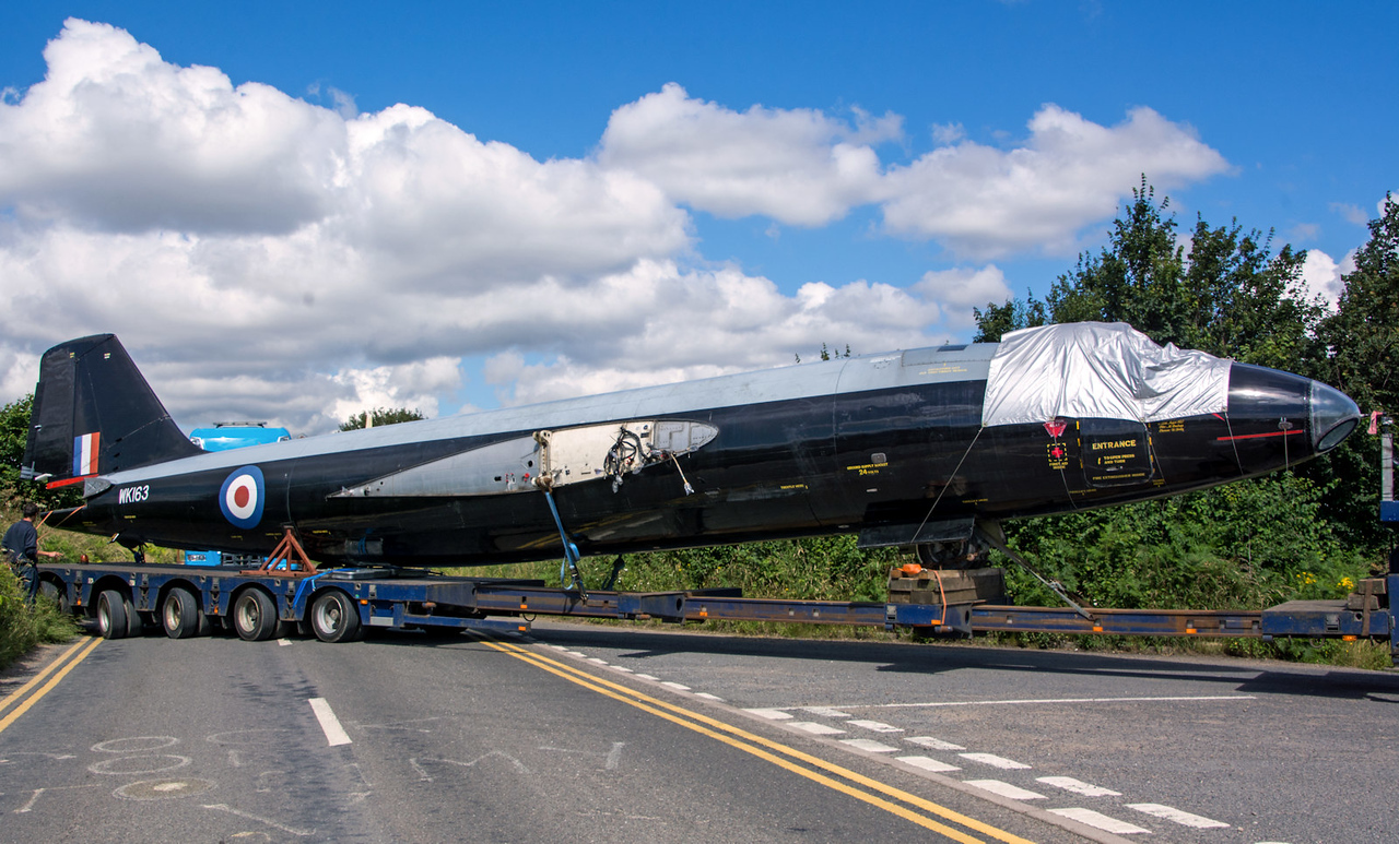 Next in the convoy was the fuselage..........bit of a tight squeeze !<br /> By Tom Wray.