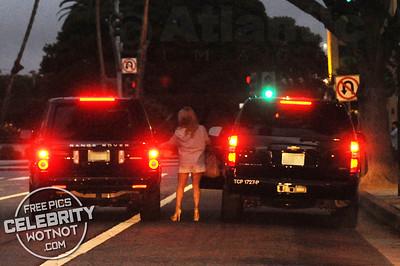 EXCLUSIVE: Jessica Simpson Fashions Short skirt Leaving The Ivy, LA