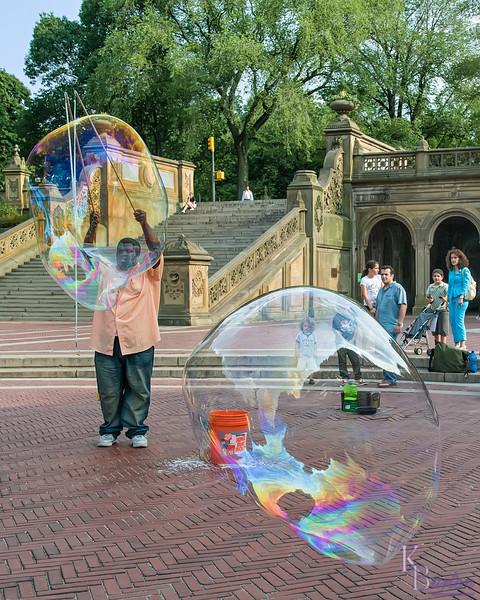DSC_9477 bubbles blowing by
