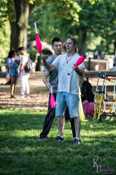 DSC_4205 jugglers
