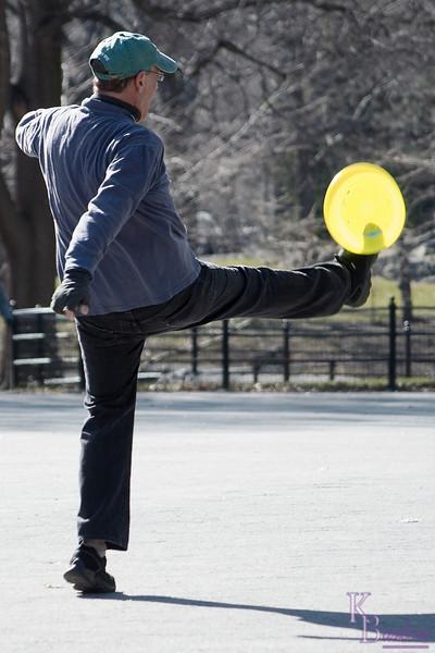 DSC_2010 frisbee fun