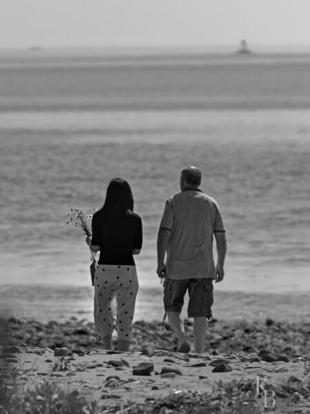 DSC_3627 walk along the beach