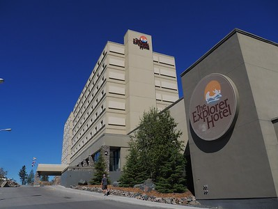 An airline delay caused us to spend a unplanned night in Yellowknife at this hotel.  We spend the day touring Yellowknife.