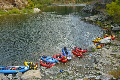 Packraft parking at Sunflower Flat Hot Springs.