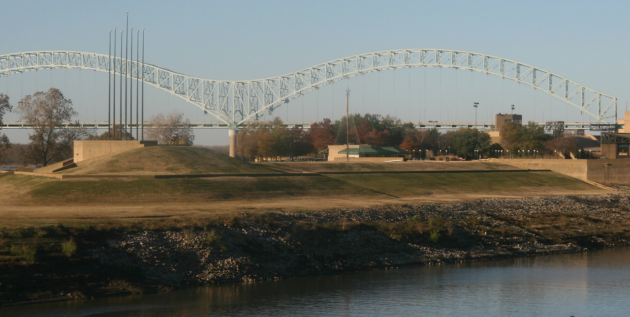 Memphis bridge over the Mississippi