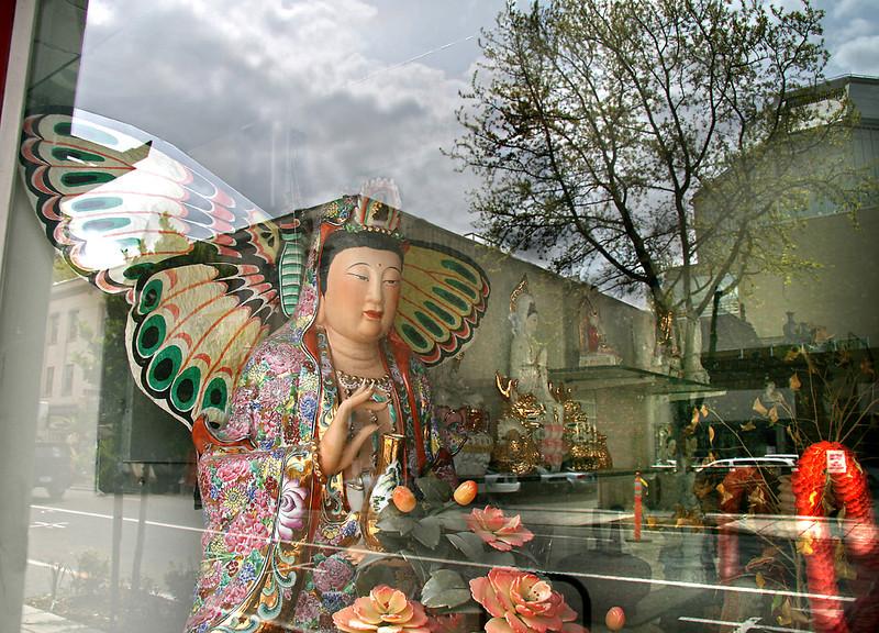 Reflecting Buddah