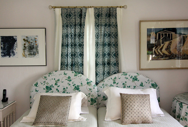 ALLEGRA BOVERMAN/Cape Ann Magazine Th room's window drapery  is by Folly Cove designer Louise Kenyon, who lived in this house many years ago in Annisquam. The home is now owned by Rose-Marie Glen, an artist.
