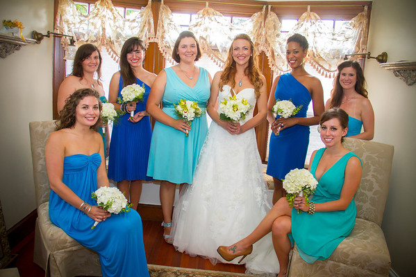Kate Lynch and her bridesmaids carried bouquets containing hops on her wedding day. Photo courtesy of Alissa Curcuru.