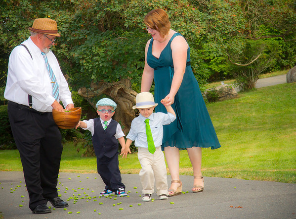 Children throw hops before bride Kate Lynch walks in to her wedding ceremony. Photo courtesy of Alissa Curcuru.