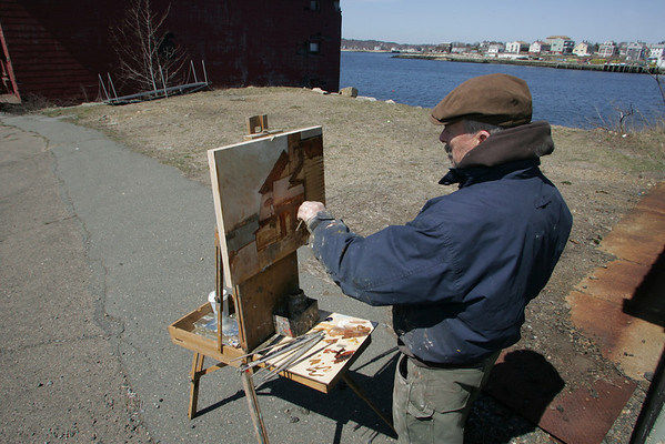 Gloucester: Gloucester artist Jeff Weaver paints the Paint Factory on Rocky Neck. Mary Mucknhoupt/Staff Photo