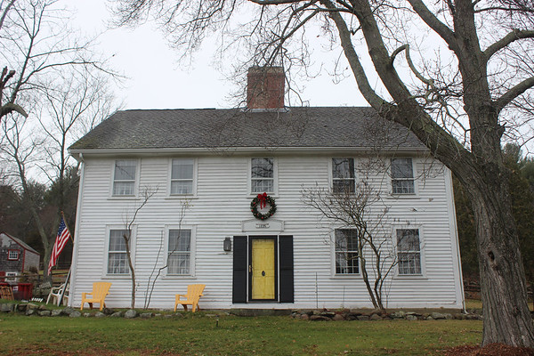 ALAN BURKE/Staff photo<br /> Nathaniel Rust built this Essex farmhouse in 1695. Originally a salt box the three families that have owned it since added to it.