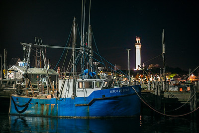 Berco de Jesus at night w Pilgrim Monument