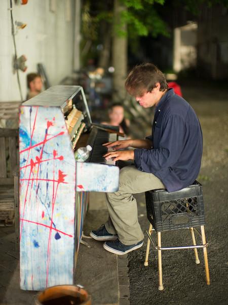 Provincetown street pianist