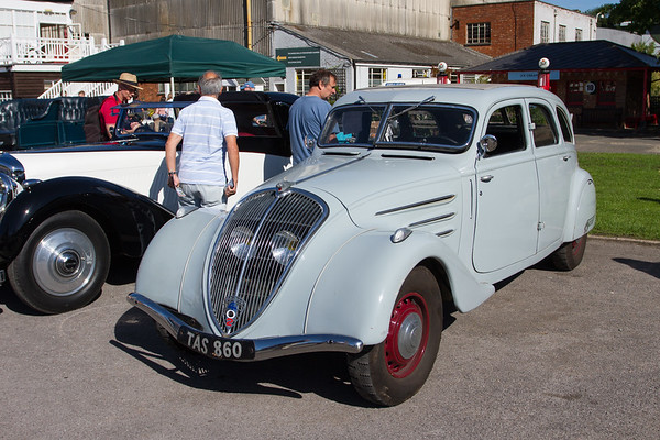 1937 - Peugeot 402