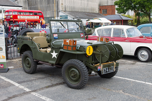 US Willys Airborne Signals Jeep