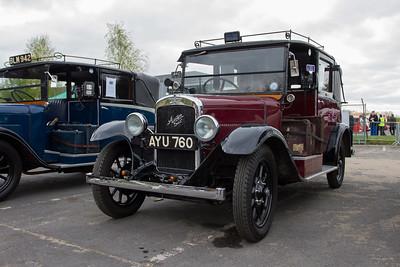 !934 - Austin 12/4 Low Loader Taxi